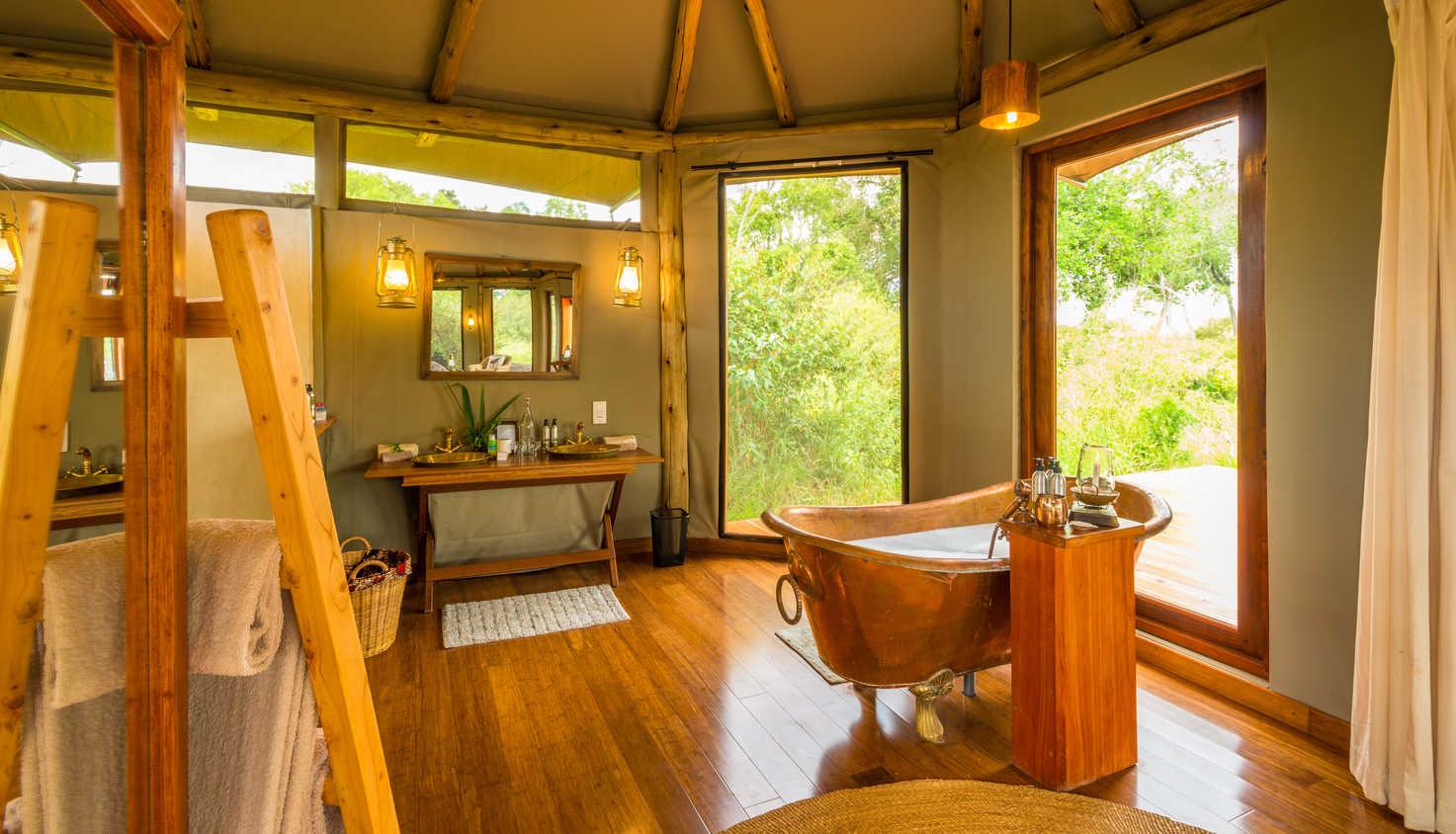 salas-camp-luxury-suite-bath