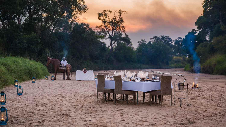 salas-camp-river-dinner
