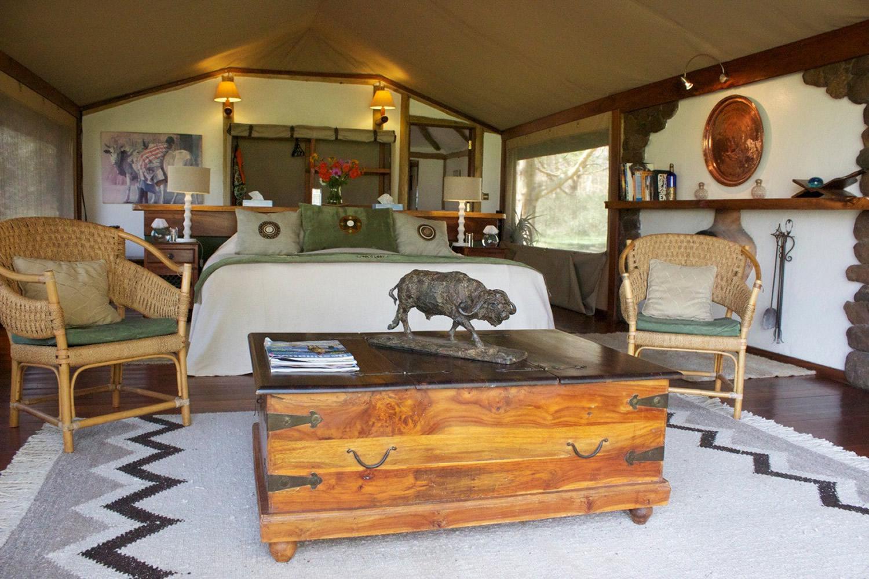 sirikoi-lodge-tent-room-trunk