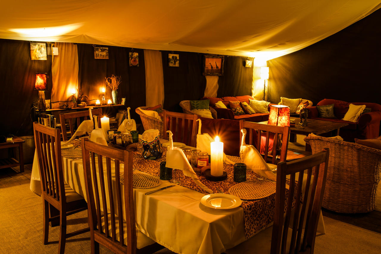 ekorian_mugie_camp_dining