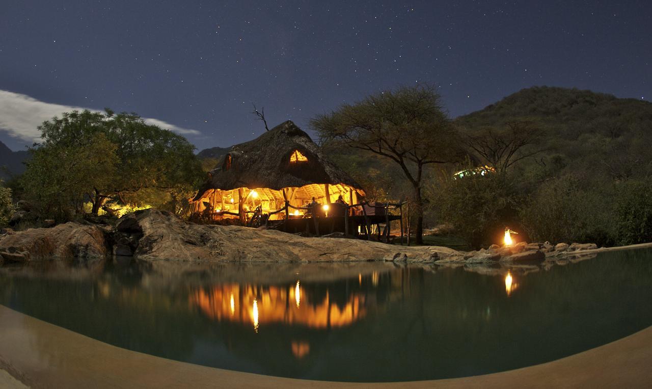 sarara_camp_dining_night