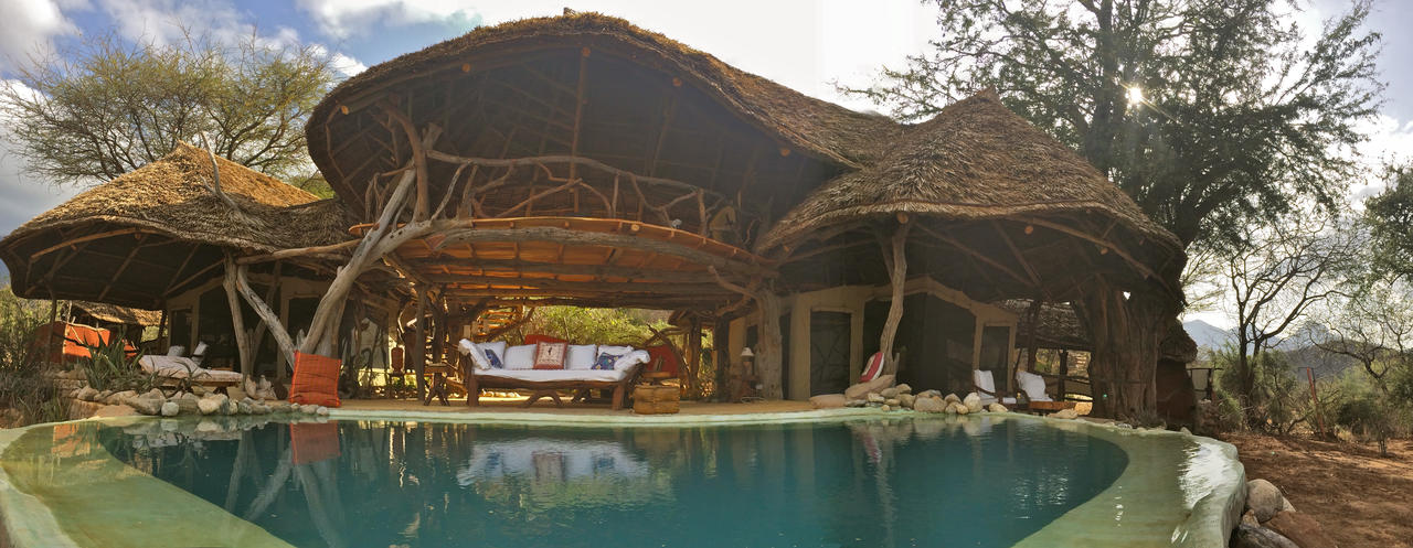 sarara_camp_loimugi_house
