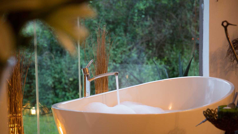 solio-lodge-candlelit-bath